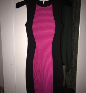 Облегающее розовое платье