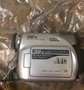 Видеокамера JVC GR-D340E