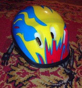 Шлем для катания на велосипеде, роликах.