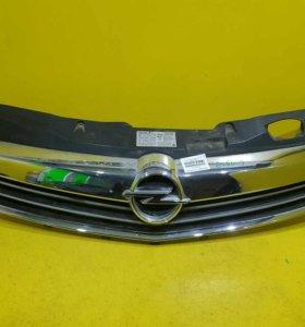 Решетка радиатора Opel Astra H (06-14)
