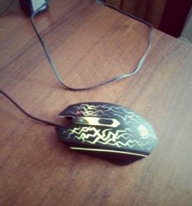 Проводная игровая мышка.