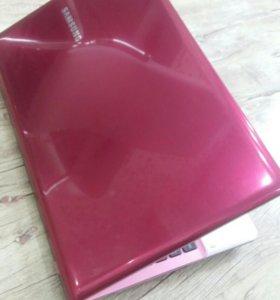 Розовый Ноутбук Samsung np350v5c-s1dru