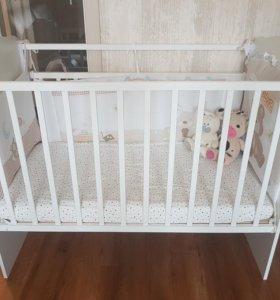 Детская кроватка с матрасом в отличном состоянии