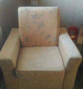 Мягкое удобное кресло