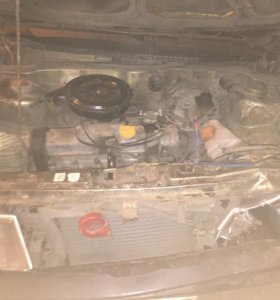 Двигатель вместе с коробкой