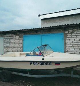 Моторная лодка пластик, 2011 года выпуска