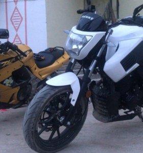 Продаю мотоцикл вместе с новым Xbox one s на 1 тб
