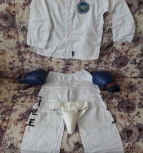 Кимоно тэхвондо и перчатки