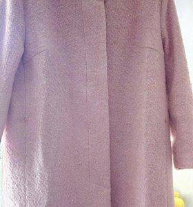Пальто Новое 60 р отсвечивает как персикова цвета