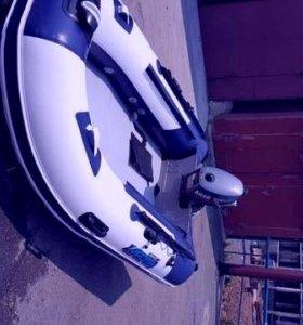 лодку рез б-у 4 мет с мотором японским
