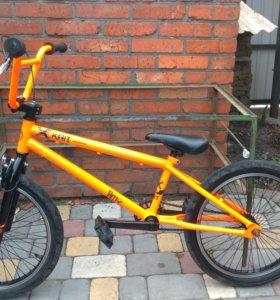 BMX оранжевого цвета