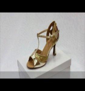 Танцевальная обувь всё по 500 рублей