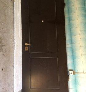 Входная дверь (из двух частей).Торг