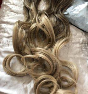Прядь волос омбре на заколках