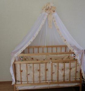 Деревянная кроватка с матрасом. Набор в кроватку.
