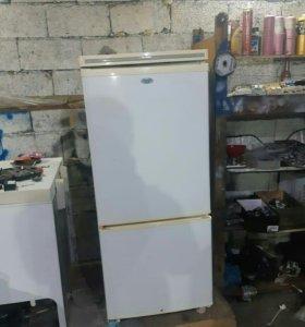 Холодильник Работает*