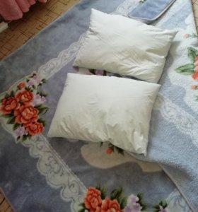 Одеяло и подушки.