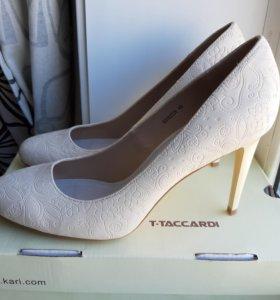 Туфли Новые! 40 размер (2 пары по цене одной)!