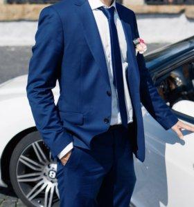 Мужской костюм фирмы «cacharel»