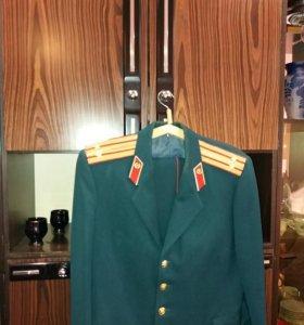 Офицерские парадная форма и фуражка