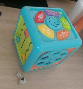 Игрушки столик и кубик