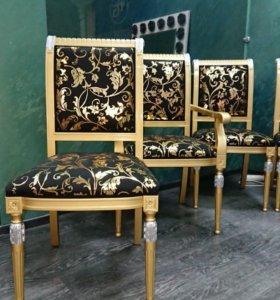 Комплект стульев черные с золотом