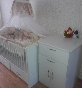 Продаю кроватку и комод для малыша