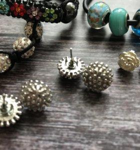 серьги гвоздики и браслеты
