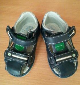 Детские сандалии для мальчика.