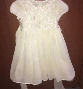 Детское праздничное платье. Смотрится великолепно