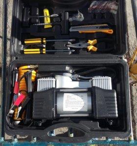 Компрессор новый с инструментами для ремонта шин