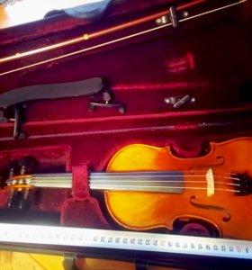 Скрипка, мостик, футляр, смычок.