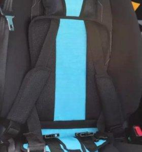 Автомобильное кресло от 1 года.