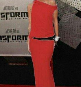 Эффектное красное платье