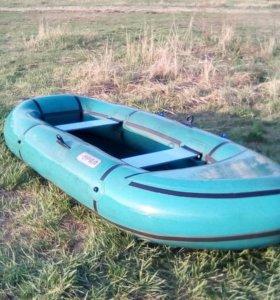 Лодка Урал