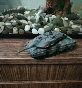 Модель немецкого танка Леопард 2А6