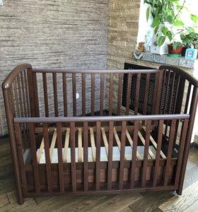 Деревянная кроватка с продольным маятником