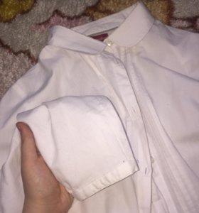 белая рубашка.