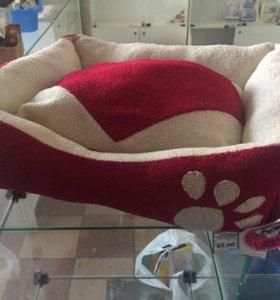 Лежанка с подушкой