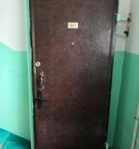 Входная дверь. Правая. 2 замка. Полотно 800мм,