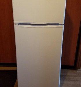 Холодильник Indesit 145 см