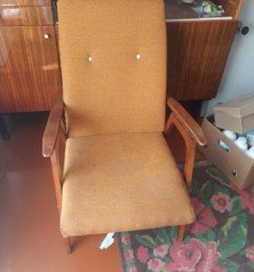 Продам старинную мебель