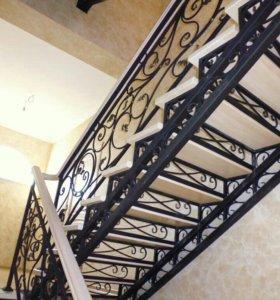 Лестница с коваными косоурами
