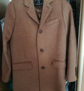 Пальто на мальчика, рост 140, новое