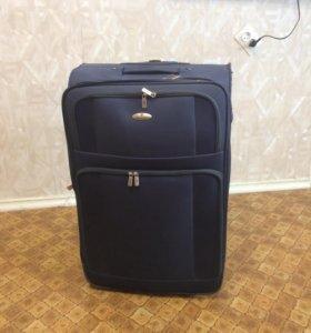Дорожный чемодан на