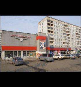 Магазин автозапчастей на Октябрьской магистрали.