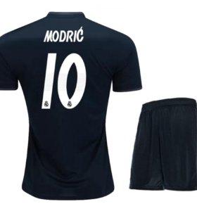 Выездная футбольная форма Луки Модрича
