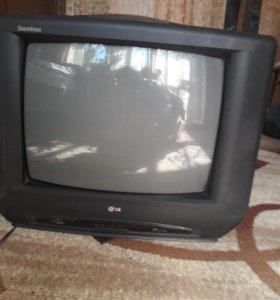Телевизор LG в хорошем состоянии.