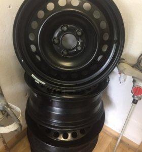 Штампованные диски R17 + колпаки (Nissan)