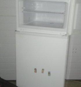 Холодильник,морозильная камера.